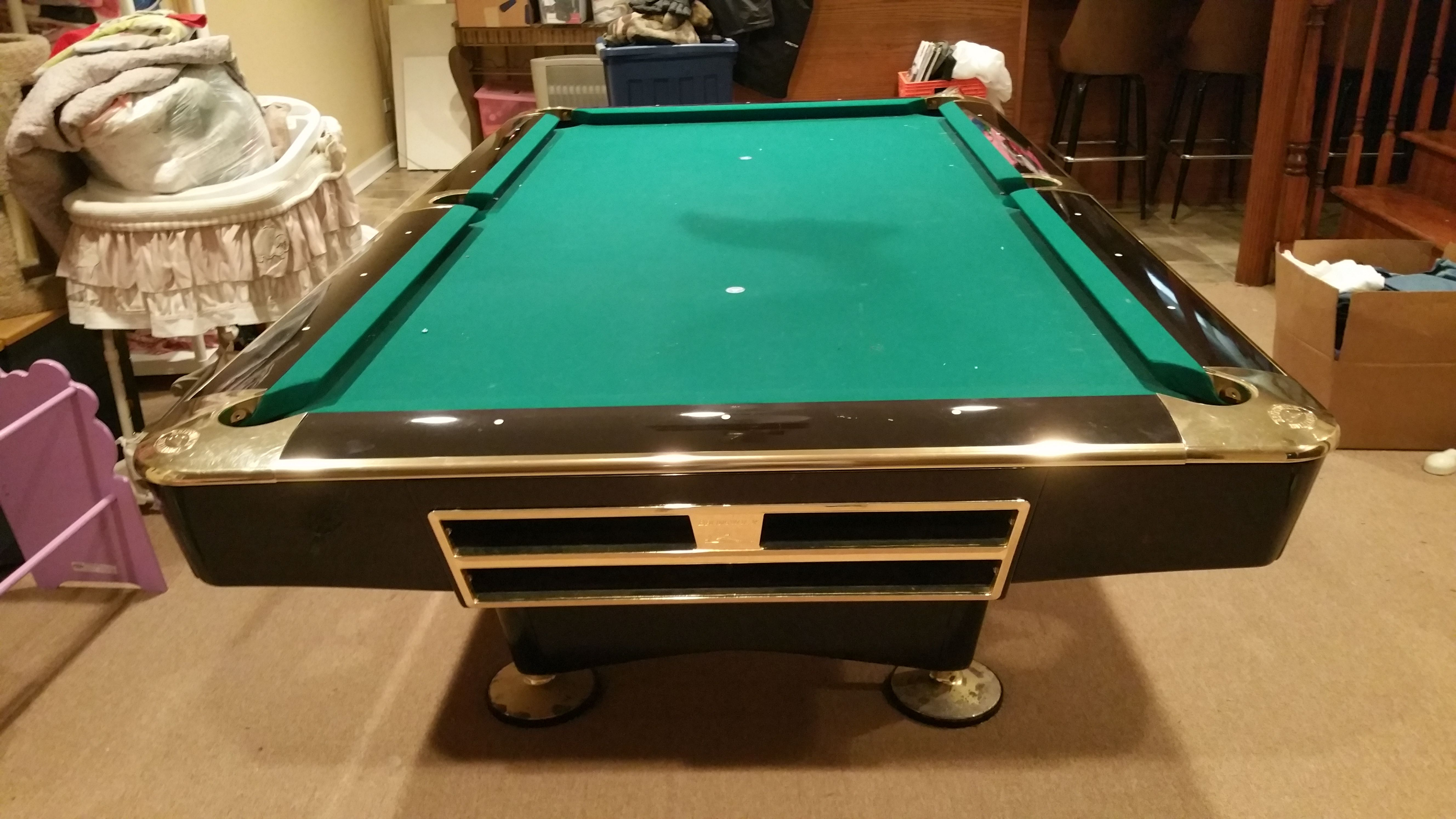 Brunswick Billiards Black Gold Crown Pro 8 Pockets Pool Table