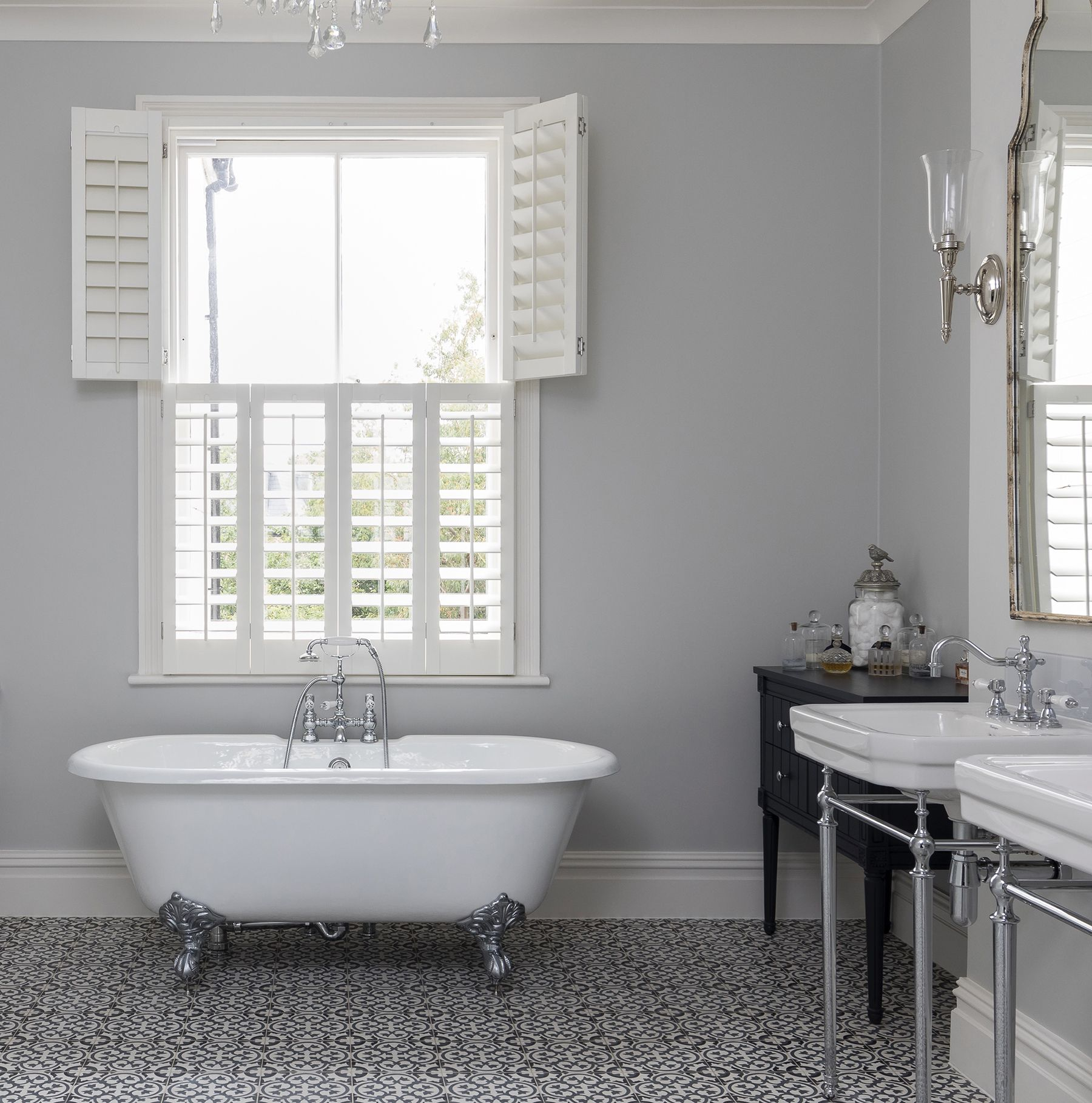 Tnesc - White Plantation Shutters Tier On Tier Style Is