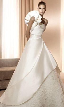 Pronovias Amelia Find It On Preownedweddingdresses Com Dresses Wedding Dresses Preowned Wedding Gowns