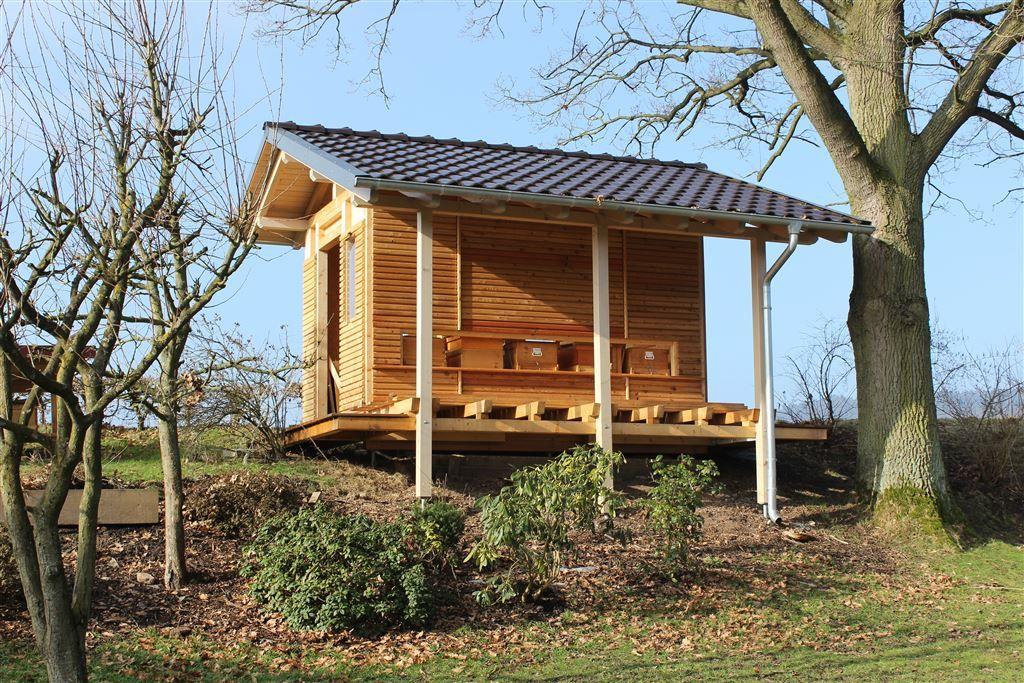 bienenhaus h ada googlom pin 1 bienenhaus bienen und haus. Black Bedroom Furniture Sets. Home Design Ideas