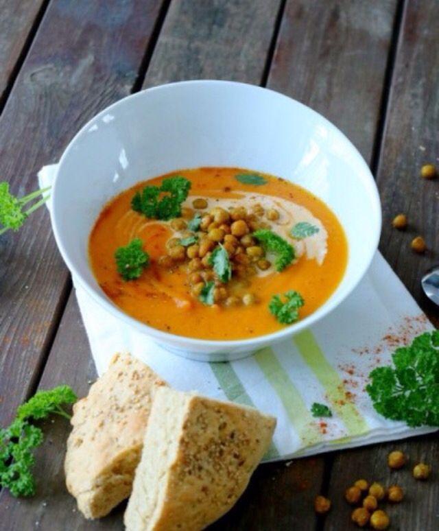 No Chya temos sopas deliciosas para acompanhar com a sua refeição. Venha experimentar a nossa sopa de cenoura sem batata saborosa. #healthysoup #carrotsoup #vegetables #chya #chyarestaurant #eatgoodfeelgood