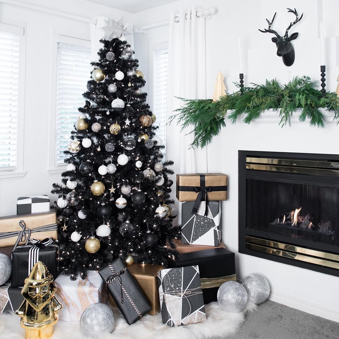 Why You'll Love that Black Christmas Tree Trend (Trust Me, I'm 9 Years In) #blackchristmastreeideas