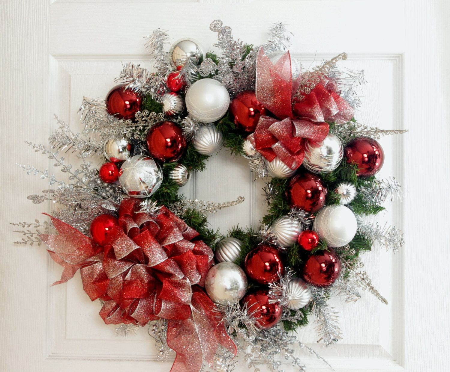 Red and White Wreath * Christmas Wreath * Winter Wreath * Red Wreath * Front Door Wreath * Christmas Decor * Holiday Decor * Ohio State by englishrosedesignsoh on Etsy