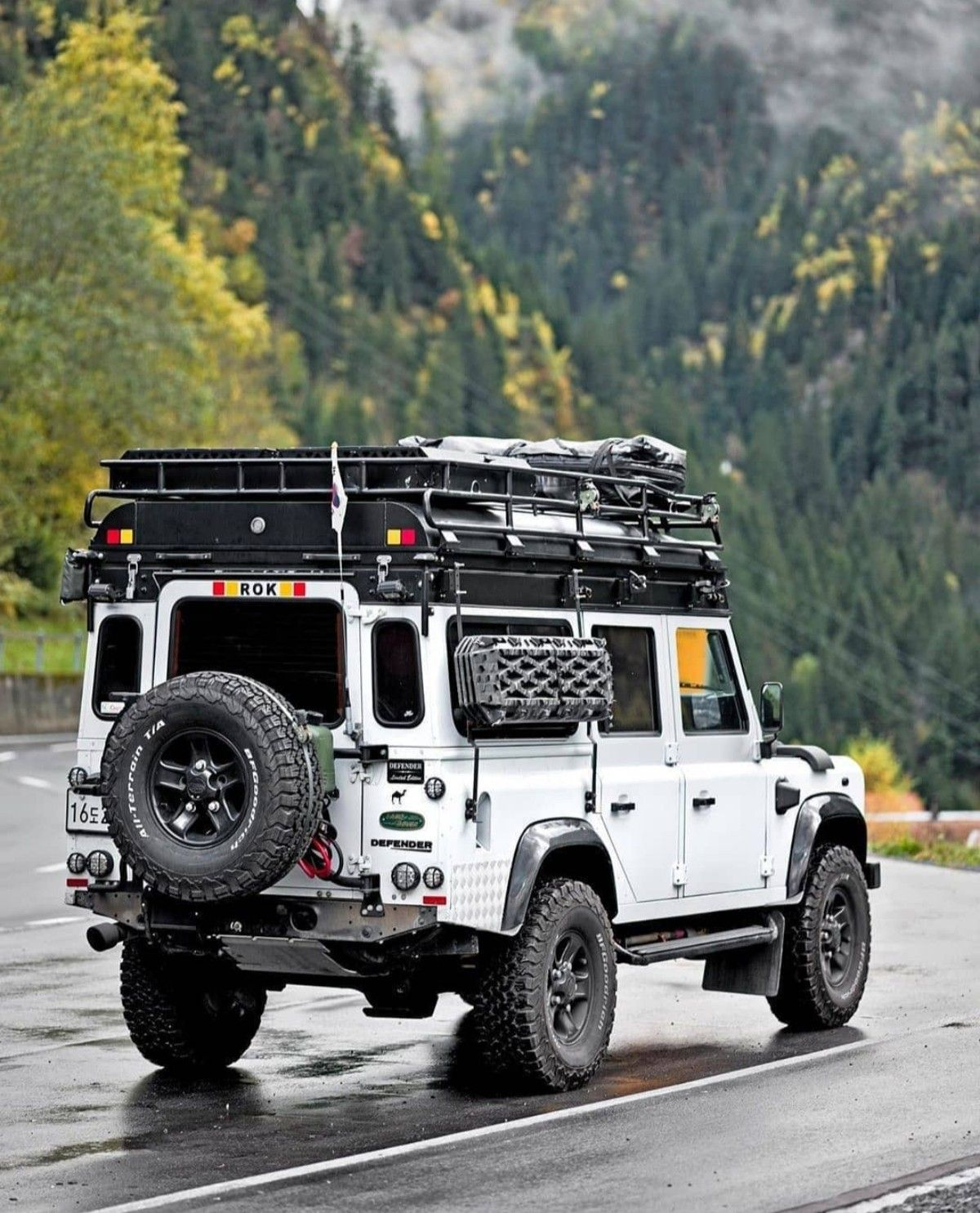 Pin By Alex Sanchez On Land Rover In 2020 Land Rover Defender Expedition Land Rover Defender Land Rover Defender Camping