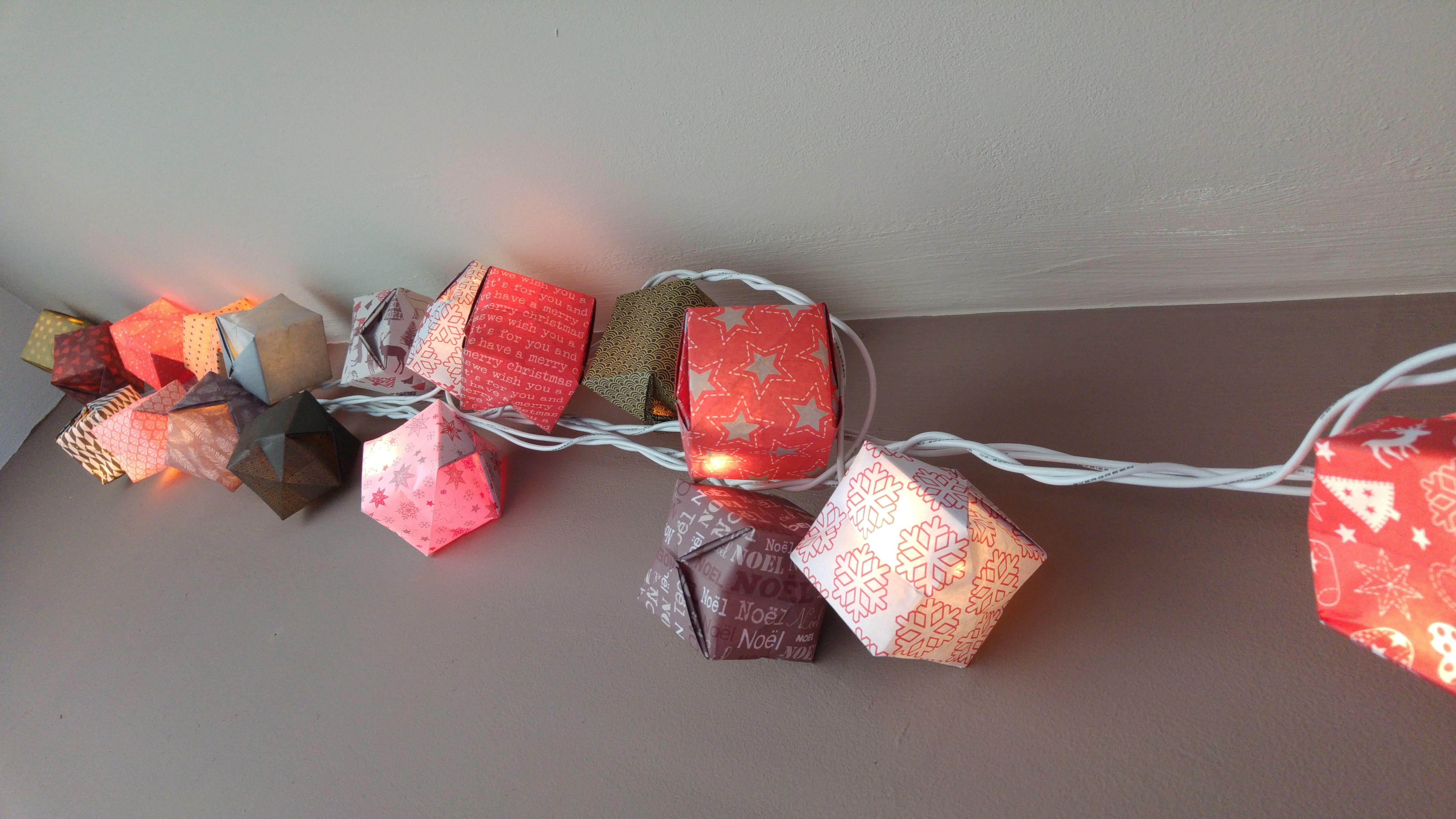 Guirlande lumineuse en origami - Creatish.fr
