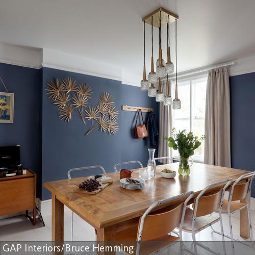 ein nostalgisches feeling schaffen diese retro sthle die sich um einen esstisch aus holz - Luxus Hausrenovierung Perfektes Wohnzimmer Stuhle Design