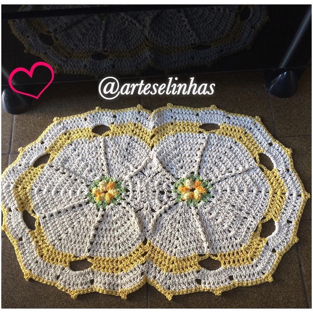 arteselinhas Trabalho pronto  tapete de crochê com detalhes colorido  #feitocommuitoamor