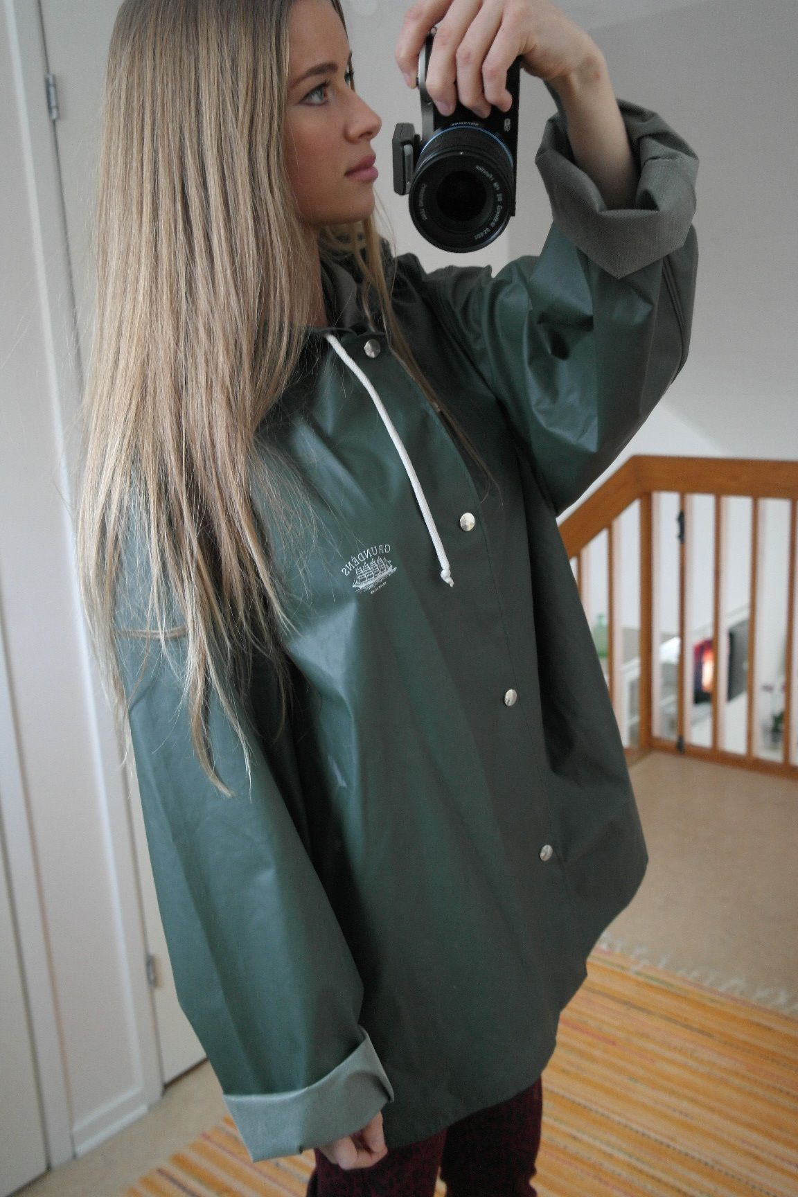 Beautiful Babe In Sexy Green Rain Suit Grundens Oliv