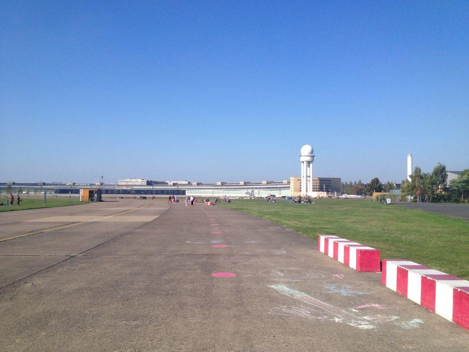 Tempelhof in Berlin, cool Running on a landing strip (bucketlistmoment!)