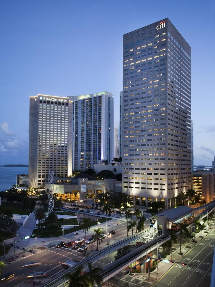 Miami Center Office Tower To Undergo 20m Renovations After Citigroup Renews Lease South Florida Business Journal Citigroup Office Tower Miami