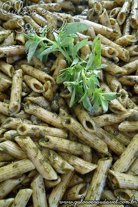 A sugestão para o #jantar é este delicioso Penne ao Pesto é leve, simples, rápido de fazer e saudável.  #Receita aqui: http://www.gulosoesaudavel.com.br/2011/05/22/penne-ao-pesto/