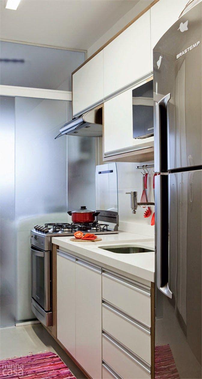 Cozinha Com Os Tr S Setores Lado A Lado Fog O Pia E Geladeira