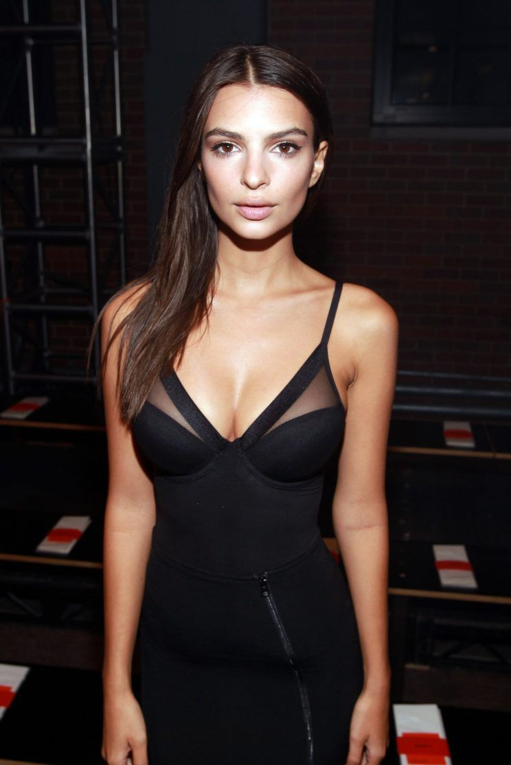 Emily Ratajkowski Has One Of Her Famous Undressed Instagrams Hanging In Her House Emily Ratajkowski Style Emily Ratajkowski Little Black Dress