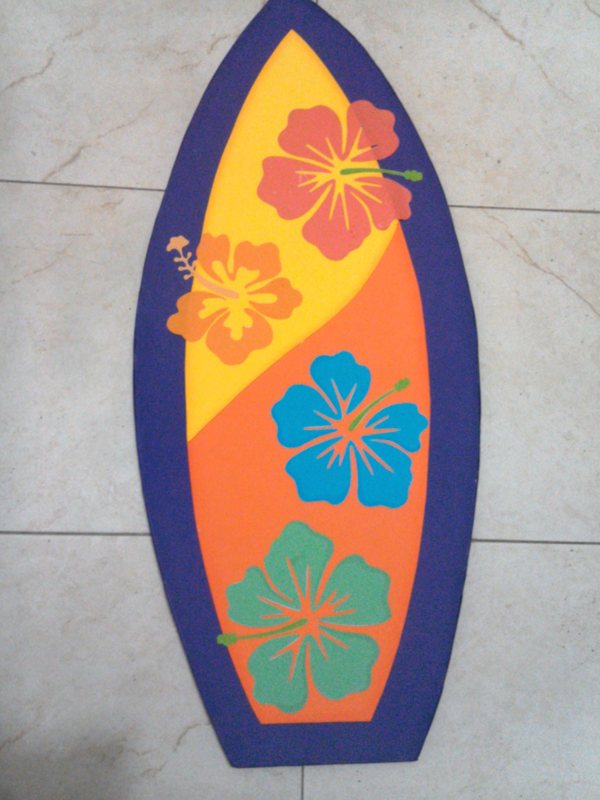 Tabla de surf hecha en foamy para fiesta hawaiana for Decoracion de surf