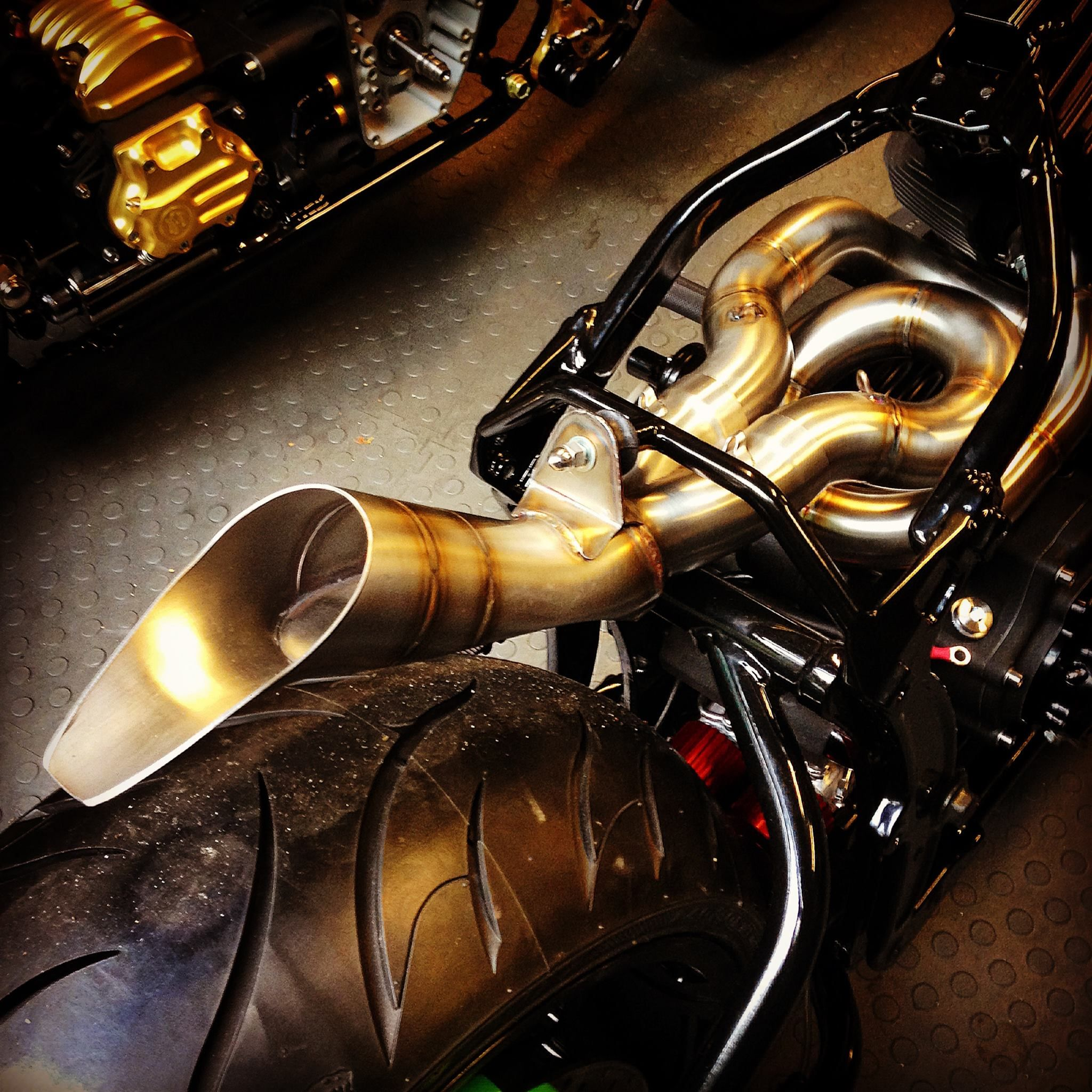 cafe racer motorcycle exhaust