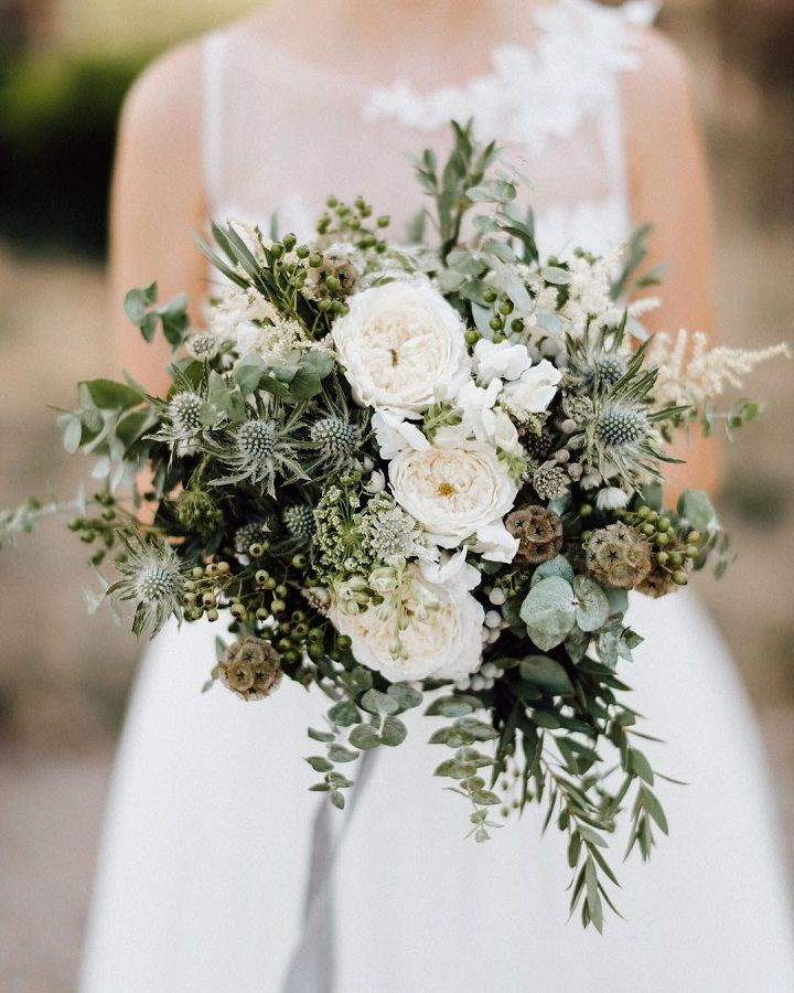 Romantic white and green wedding bouquet idea #weddingbouquet #bridalbouqet #bouquets #whitebouquet #bouquetideas