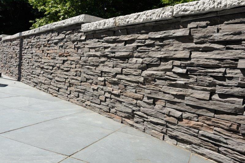 Moderne Mauergestaltung Im Aussenbereich Wandverkleidung In Schieferoptik Mit Den Wandverblendern Murok Strato M85 Gartenmauer Verblender Aussenbereich