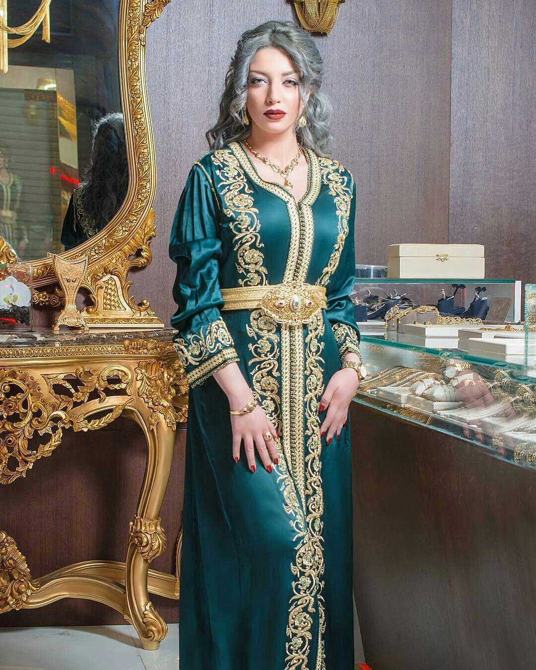 Salon Marocain, Modele Caftan, Caftan Blanc, Caftan Moderne, Broderie  Marocaine, Robe Marocaine, Stylistes, Djellaba, Tenue Traditionnelle