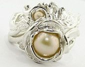 This is lovely but I would be afraid of marring the pearl with everyday wear.