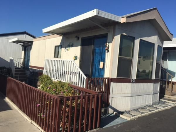 Side View sunrise Mobile / Manufactured Home in Chula Vista, CA via Mobile Homes For Sale Chula Vista on mobile homes big bear, mobile homes oklahoma city, mobile homes colorado springs, mobile homes broward county, mobile homes south lake tahoe, mobile homes in san diego,