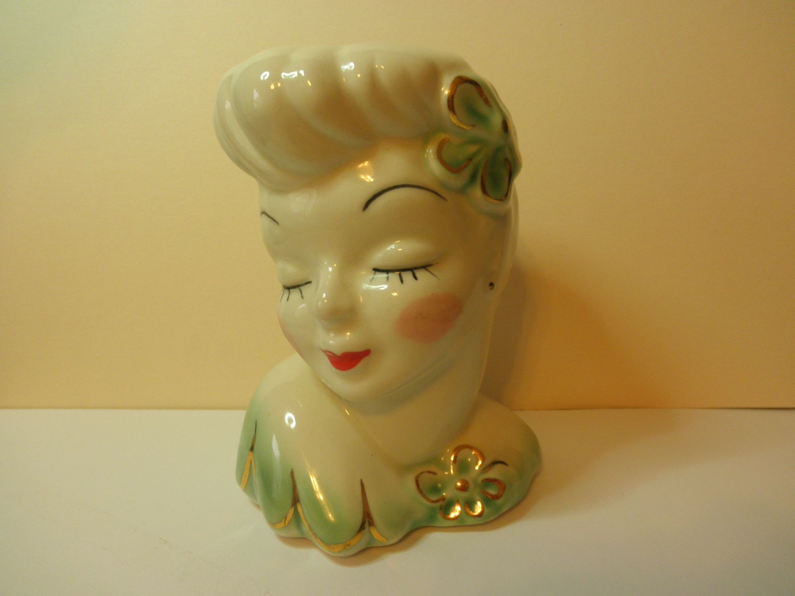 Antique lady head vase i have more than a dozen of these given to explore head planters vintage pottery and more antique lady head vase reviewsmspy