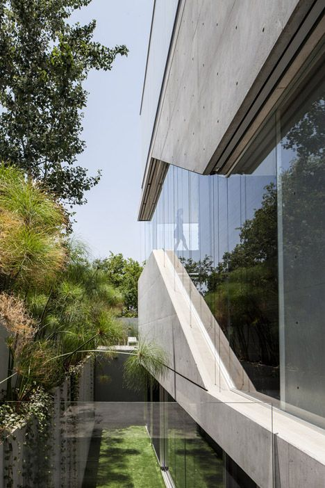 Concrete Slabs Translucent Glass Planks And Frameless Window Walls Offer Varying Degrees Of Privacy For Concrete Architecture Architecture Exterior Architect