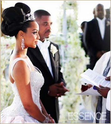 Lisa Raye Wedding Big Bun Hairstyle Thirstyroots Com Black Hairstyles African American Weddings American Wedding Wedding Hairstyles