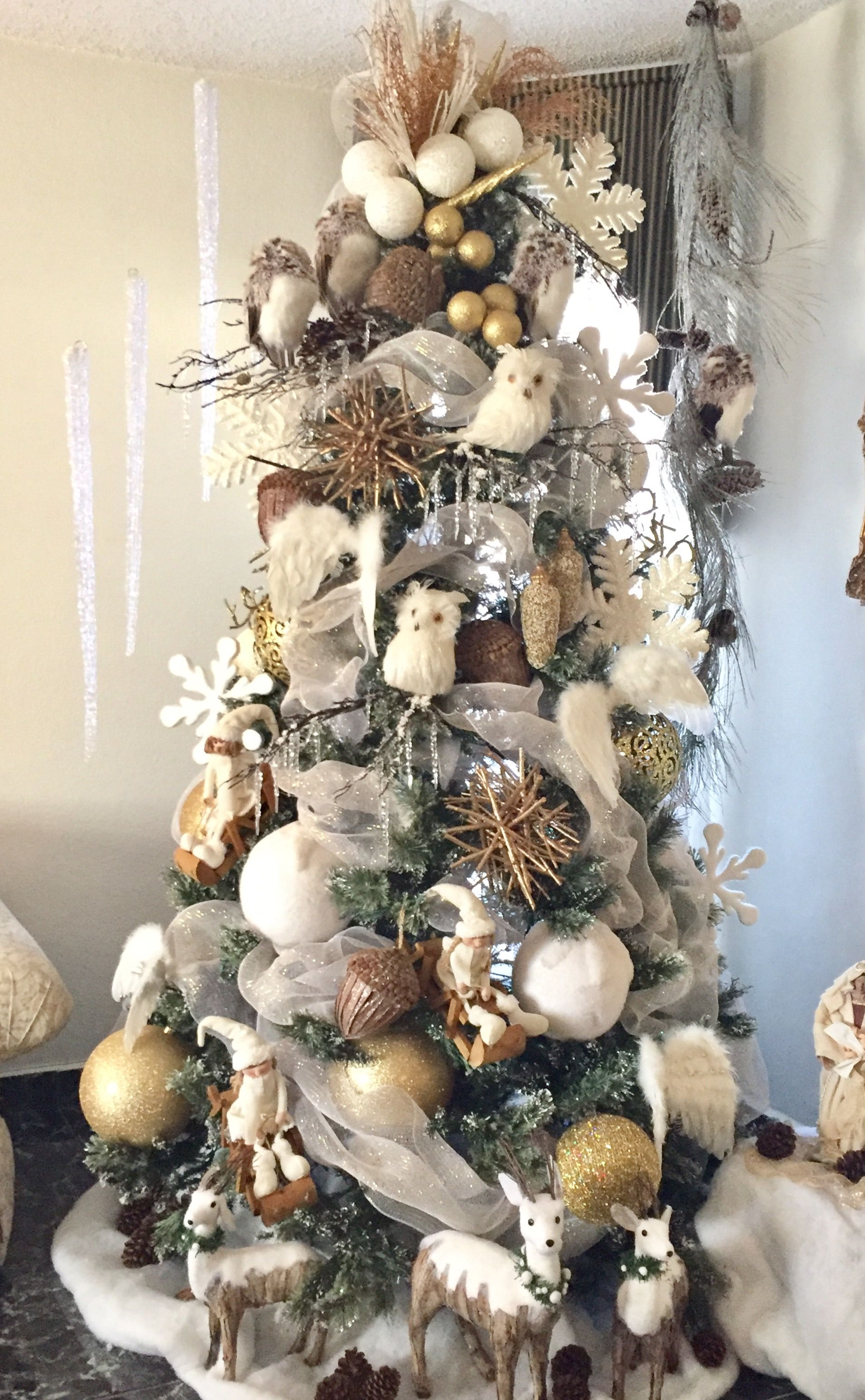 Pin By Adrienne On Christmas Christmas Tree Rustic Christmas Tree Christmas Decorations Rustic