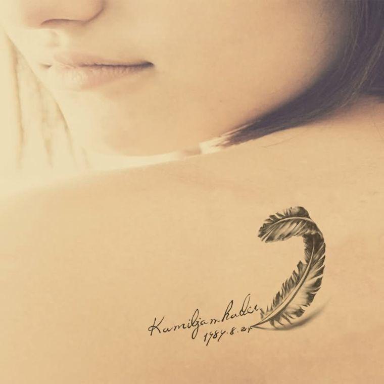 Tatuajes Pequenos Ideas Y Significados De Los Simbolos Ilustrados En Nuestra Piel Tatuajes De Plumas Tatuajes Femeninos Para La Espalda Fotos De Tatuajes