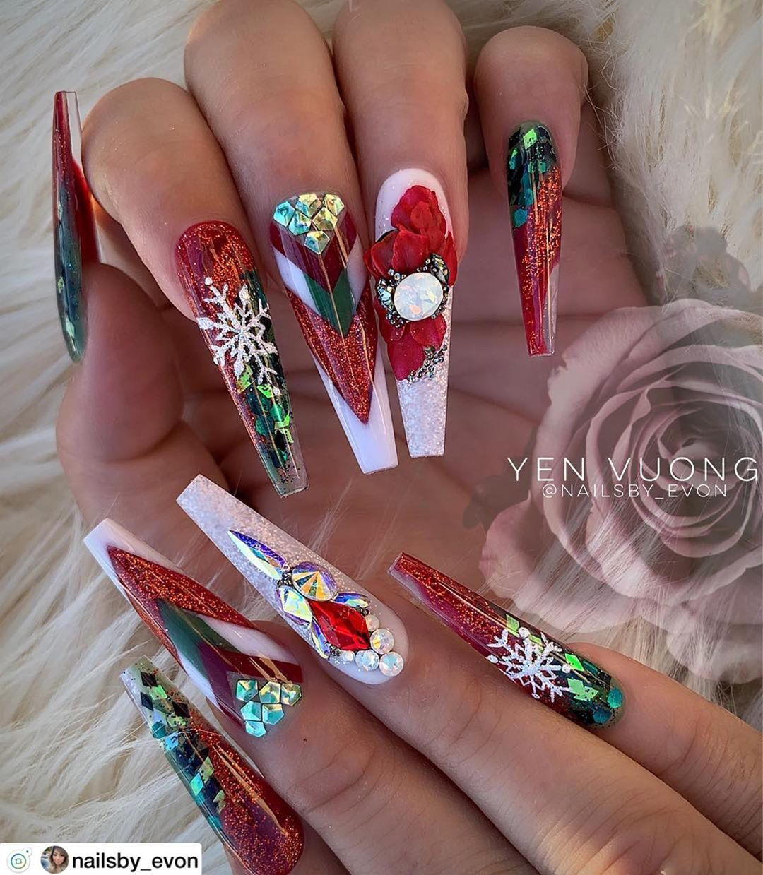 Holiday Nails Christmas Nails Ideas White Red And Green Coffin Nails Christmas Nails Acrylic Christmas Nails Xmas Nails