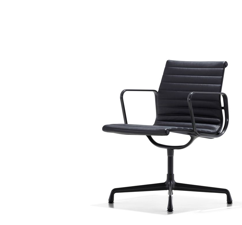 Merveilleux Eames Aluminum Group   Executive Chair By Herman Miller In All Black.