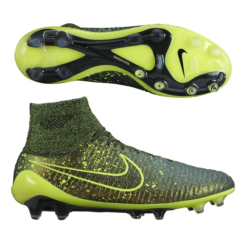 The Nike Magista Obra soccer cleats have been dominating the midfield. Get one of the hottest soccer boots available. Order your Magista soccer cleats today at SoccerCorner.com http://www.soccercorner.com/Nike-Magista-Obra-FG-Soccer-Cleats-p/sm-ni641322-370.htm