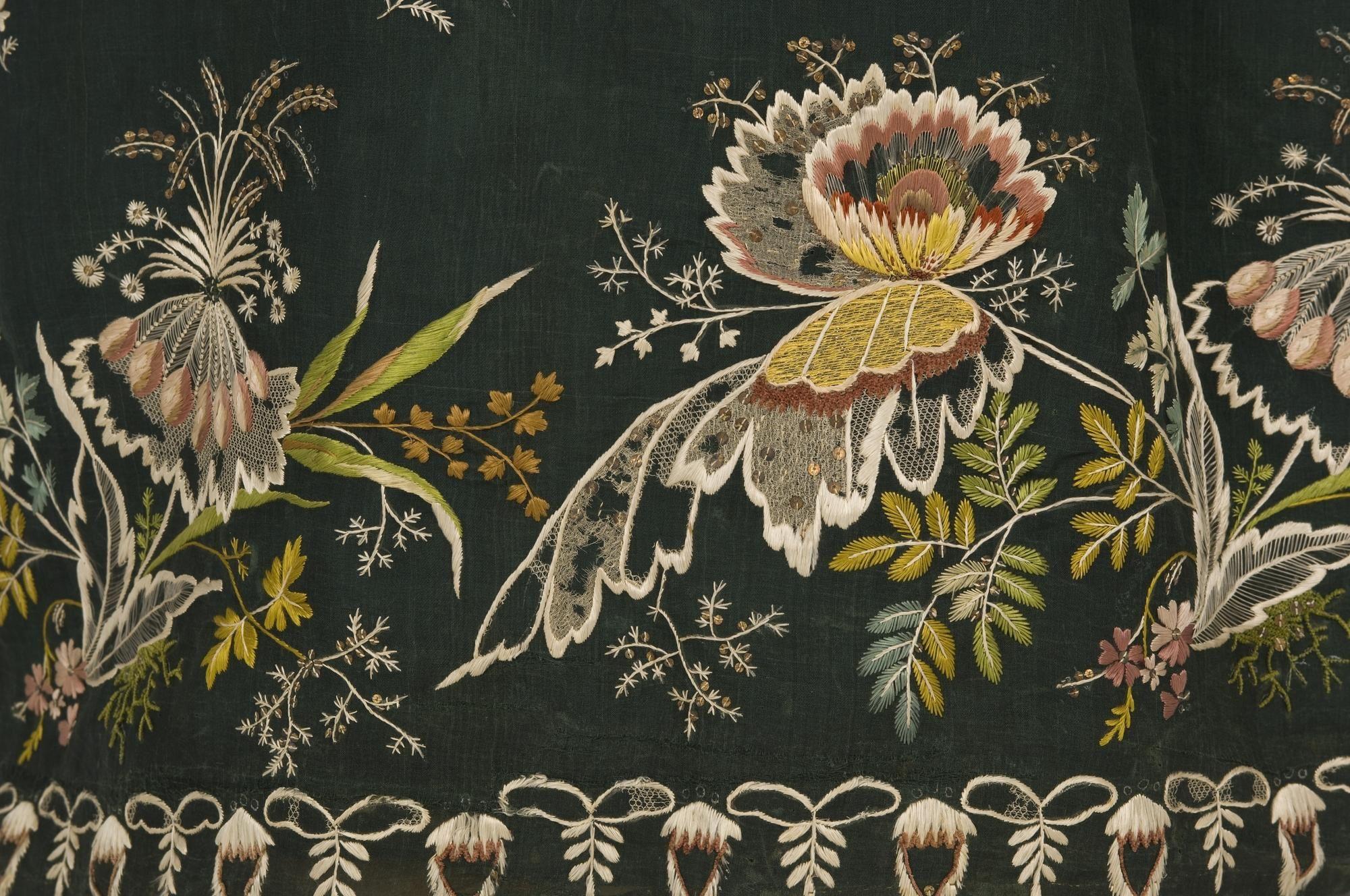 Dress, 1800-1810, Documentation Centre ja Textile Museum - CDMT