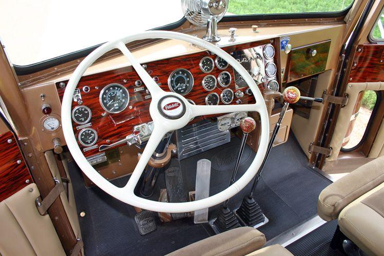 Peterbilt 351 Cockpit | Peterbilt 351 | Kenworth trucks, Peterbilt