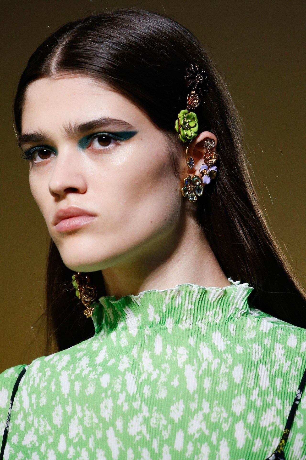 hairstyle trend for ss19: sleek hair. versace spring summer 2019 mfw