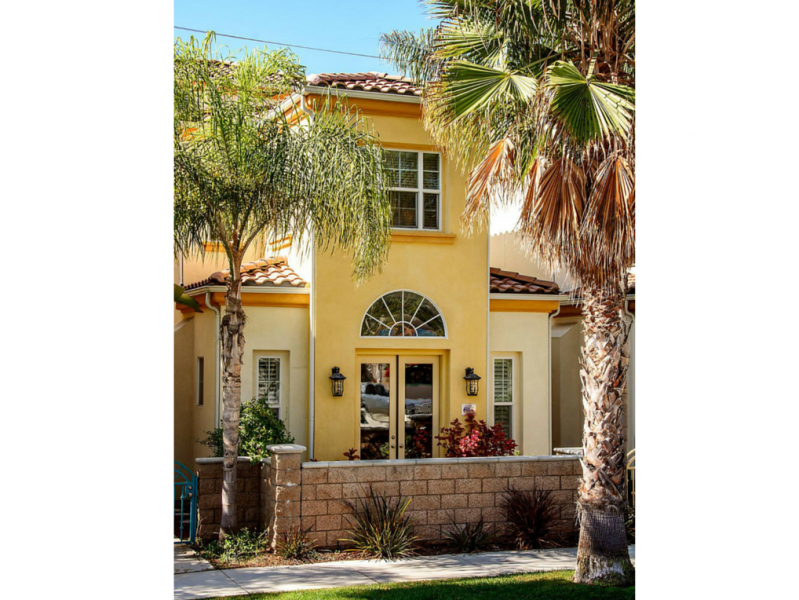 Family-friendly southern California vacation rental. Walkable southern California beach town and only 10 minutes to Legoland. Lovely family-friendly home with beach cruisers!