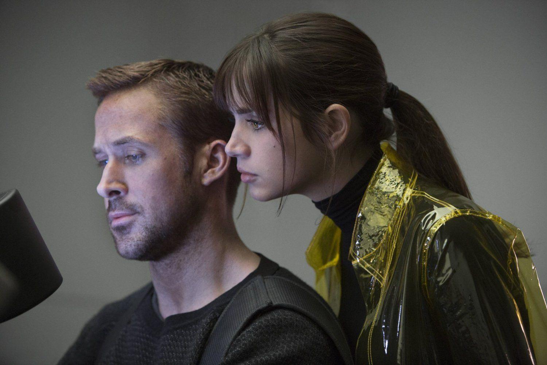Ryan Gosling Ana De Armas And Mackenzie Davis In Blade Runner 2049 2017 Blade Runner Blade Runner 2049 Mackenzie Davis