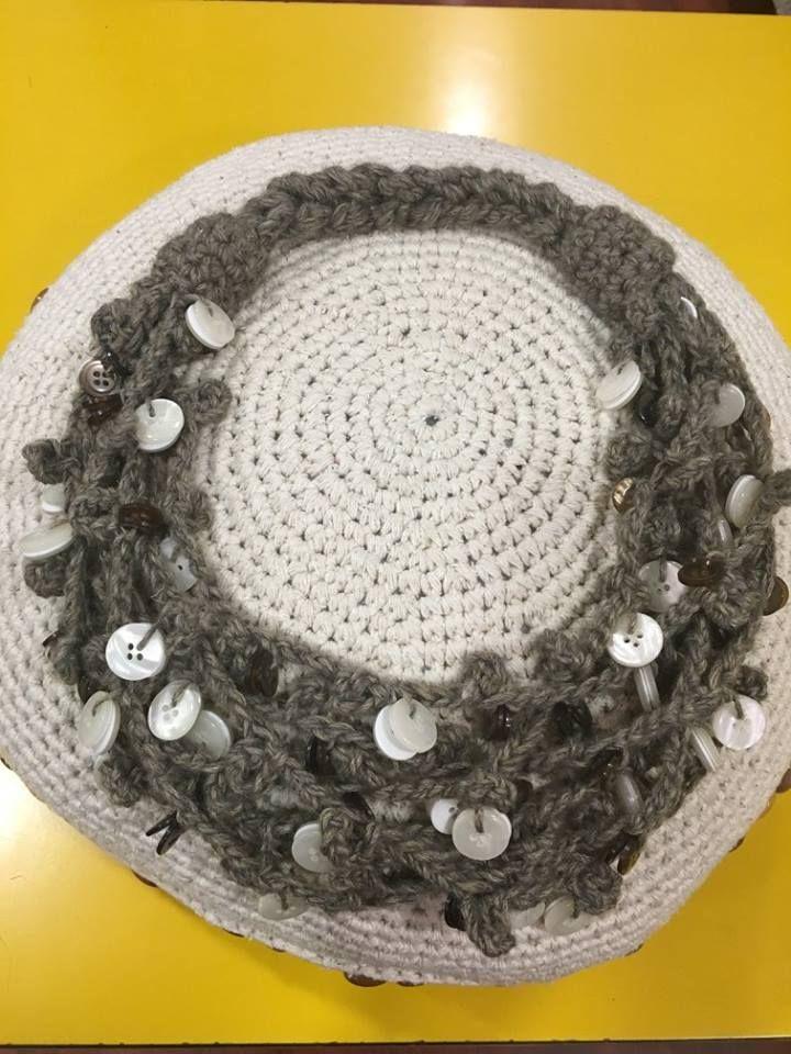 Collana crochet a piu' fili con  luminosi bottoni bianchi.Da Blitz Argenta su Facebook