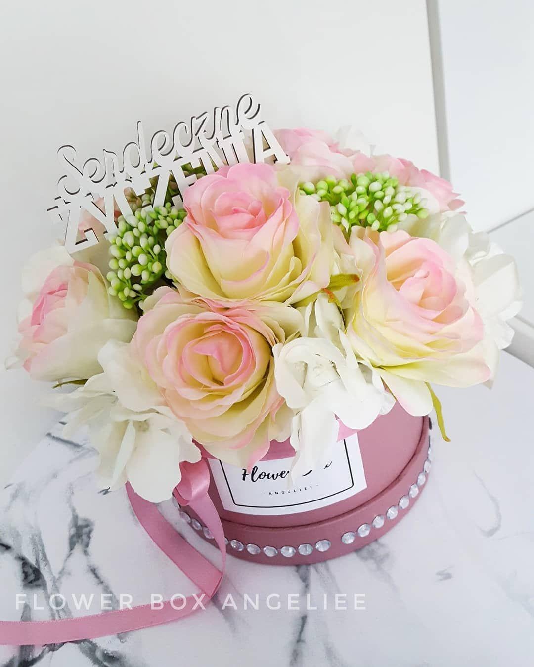 Serdeczne Zyczenia Piekny Bukiet Roz Z Hortensja Kwiaty Sztuczne Najwyzszej Jakosci Zapraszam 65zl Plu Flower Boxes Flowers Table Decorations