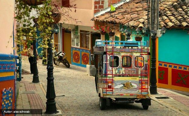 Guatape - el pueblo de los zócalos