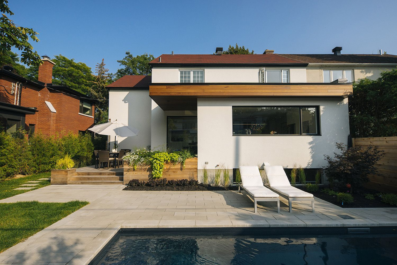 Awesome Architecture / Contemporain / Agrandissement / Bois / Terrasse / Piscine /  Pavé / Mobilier Extérieur