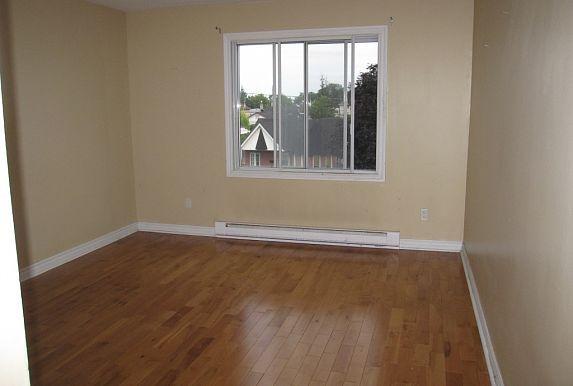 Appartements Condos Maisons Logements Et Logis A Louer Gatineau Outaouais Appartement 3 1 2 Libre 1 Avril 630 00 Mois Windows