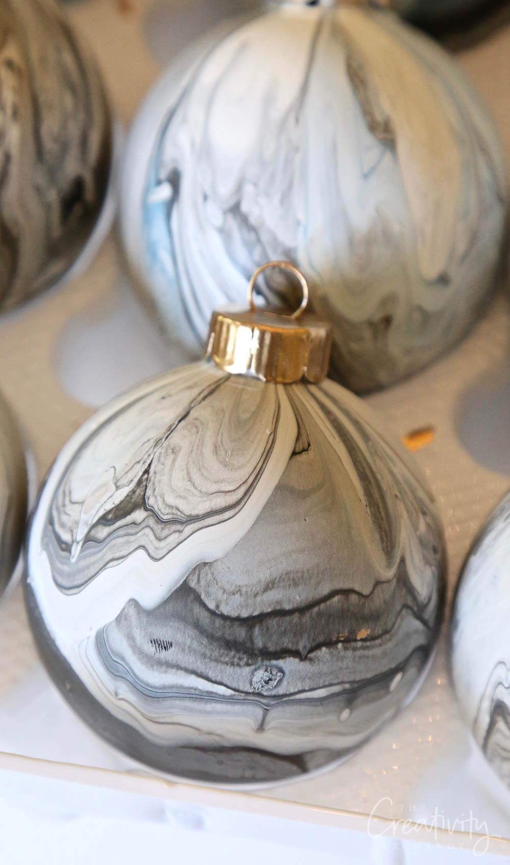 Cool Marble Paint Pour Christmas Ornament: DIY