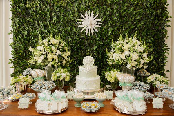 Batizado de g u00eameos com decoraç u00e3o em verde e branco Festas Decoraç u00e3o de primeira comunh u00e3o