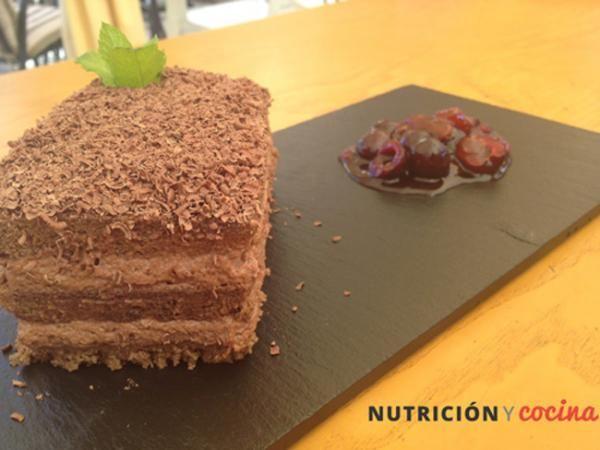 Aprende a preparar tarta selva negra con cerezas con esta rica y fácil receta. Nuestro amigos de Nutrición y Cocina han compartido esta vez su receta de selva negra...