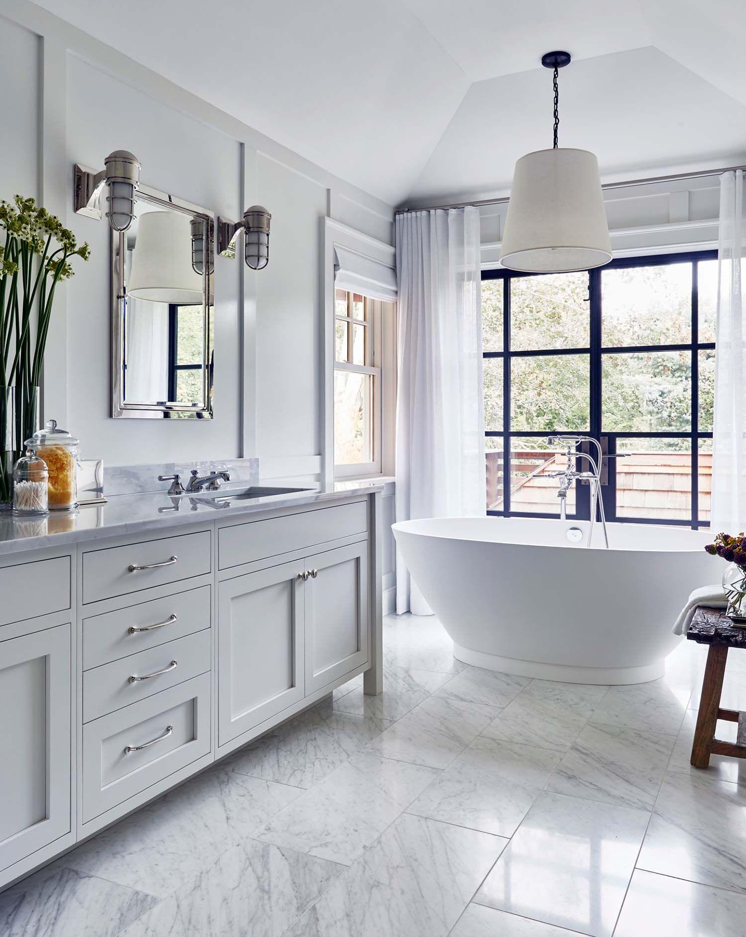 captivating contemporary coastal interior design | Captivating beach house in Amagansett with stylish details ...