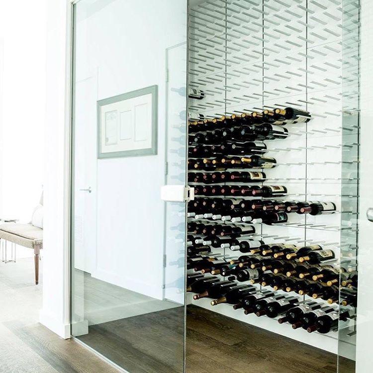 vin #glas 😍 #vinreol #gråeg #vinopbevaring #vinkælder #vinrum - hi tech loft wohnung loft dethier architecture