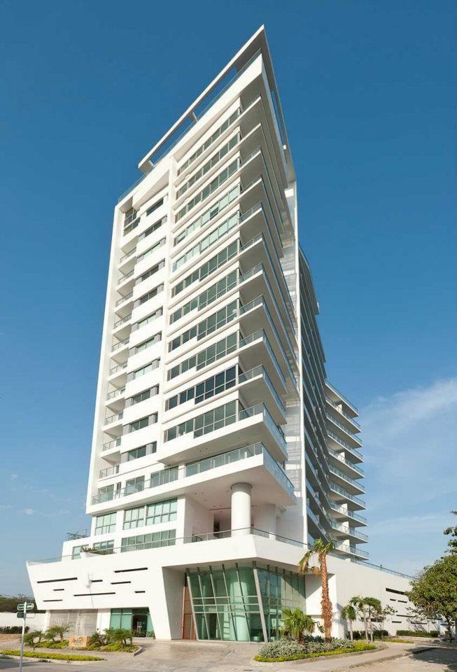 Edificio Ambar Ubicacion Playa Salguero Av Tamaca Calle 28 N 1 60 Santa Marta Area Construccion 11 298m2 Numero De Pisos 17 Numer Edificios Arquitectura