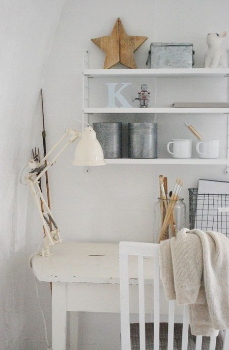 werkplekje in de woonkamer. past mooi in de stijl van #leenbakker ...