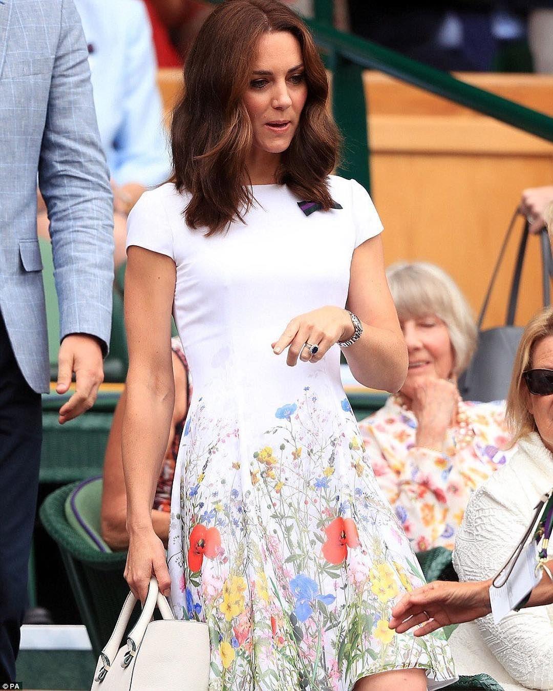 e7e7651e57 Kate Middleton se apuinta a los vestidos de flores en la final de Wimbledon